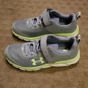 NWOT Under Armour Sneakers 3